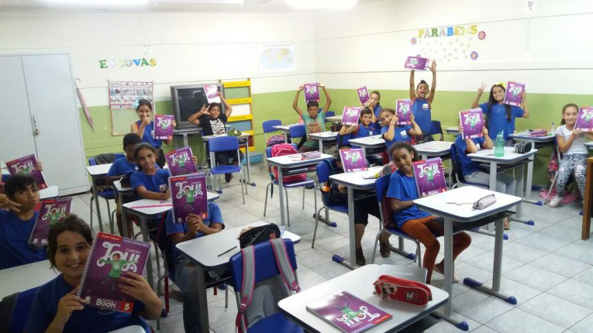 Alunos da Rede Municipal de Ensino recebem livros didáticos e professores e gestores formação sobre material a ser trabalhado durante o ano letivo de 2018