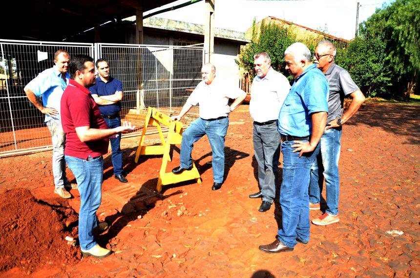 Prefeito e vereadores acompanham serviços para resolver antigo problema de alagamento no Jardim Panorama