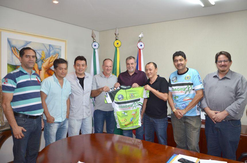 """Organizadores do """"Vou de Bike 2017"""" visitam prefeito e agradecem parceria"""
