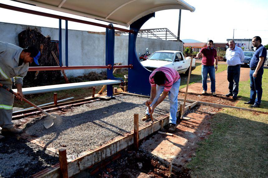 Novos pontos de ônibus foram instalados em Ubiratã