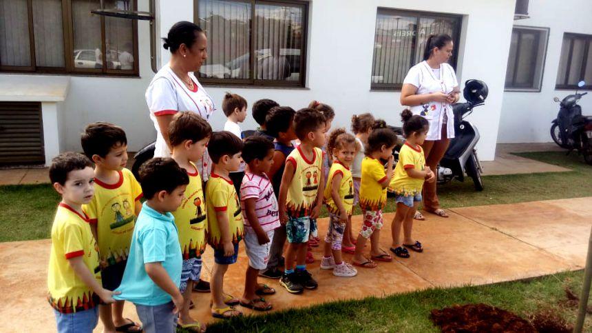 Plantio de mudas em comemoração ao Dia da Árvore em Ubiratã
