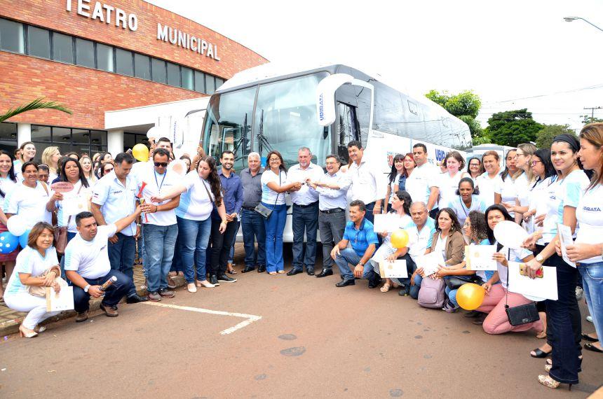 Administração Municipal adquire novo ônibus para transporte de paciente para Campo Mourão