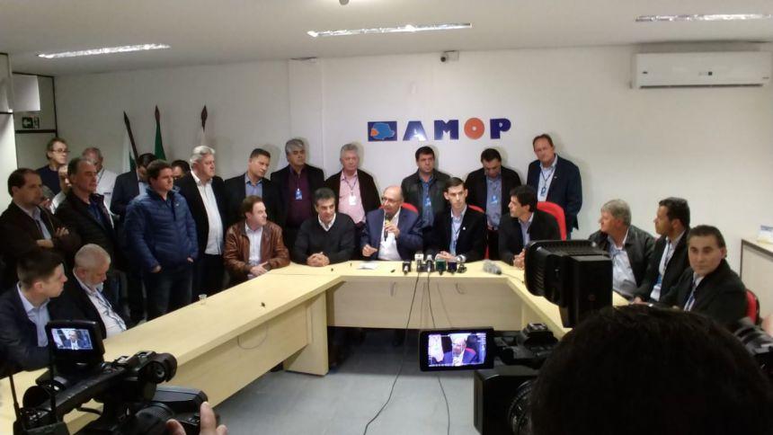 Prefeito Baco participa de reunião da Amop que contou com a presença pré-candidato a presidente Geraldo Alckmin