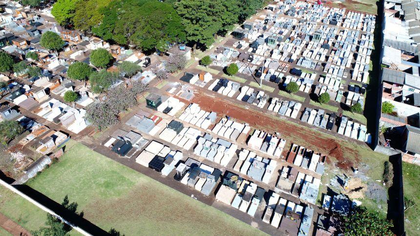 Finados: últimos dias para serviços de reforma e limpeza no Cemitério Municipal