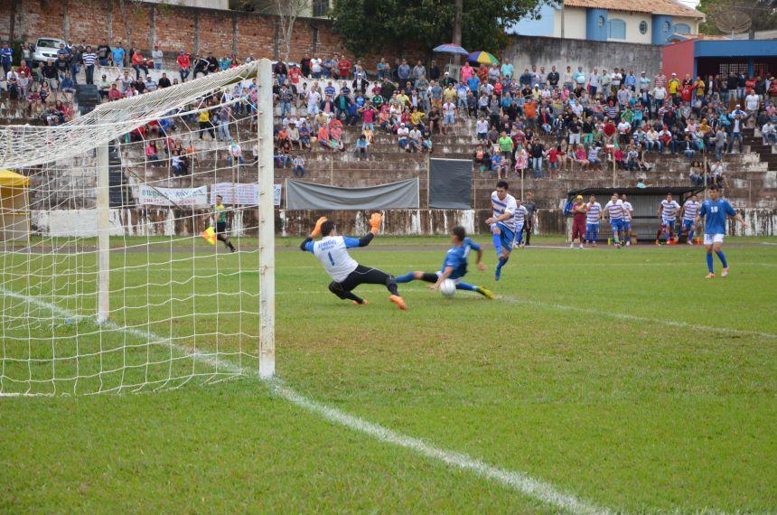A equipe de futebol amador de Ubiratã foi v