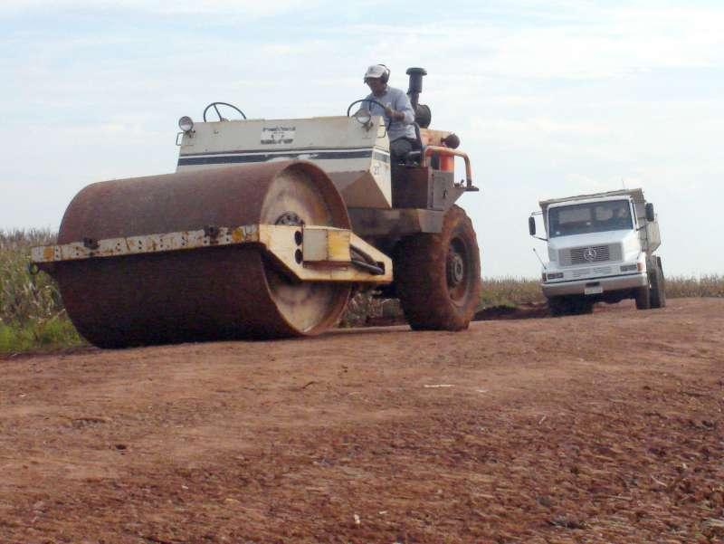 Todas as estradas rurais que dão acesso ao perímetro urbano receberão 500 metros de cascalhamento