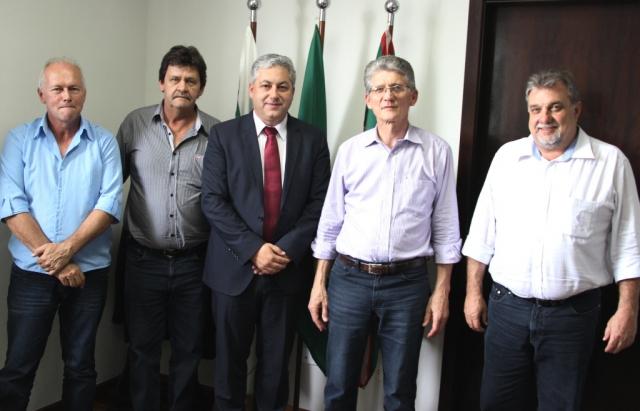 Prefeito assinou com SEAB a liberação 6 km de pavimentação nas estradas rurais