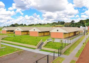 Para atender a demanda populacional com idade escolar foi construída e inaugurada no ano passado a Escola Municipal Professora Lucinéia Ricardo Braciforte