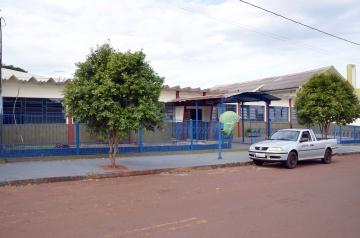 O município locou o prédio da antiga Escola Adventista para funcionar somente as prés-escola (criança de 5 anos)