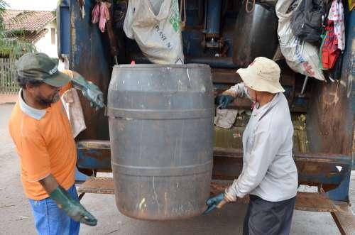 Os serviços essenciais, como a coleta de lixo, tiveram que ser ampliados, devido ao grande número de novos loteamentos