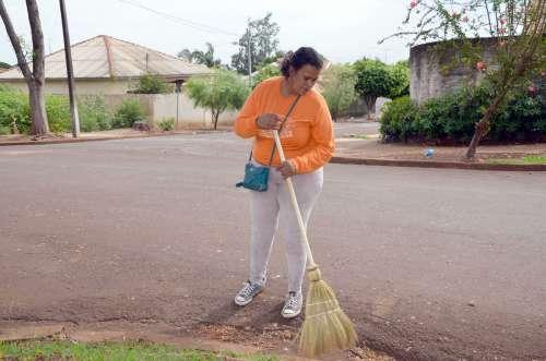 A dificuldade em se encontrar pessoas para trabalhar nos serviços de limpeza pública fazem com que a administração pense em novas alternativas