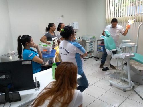 Profissionais do setor de odontologia participaram de palestra e aula prática