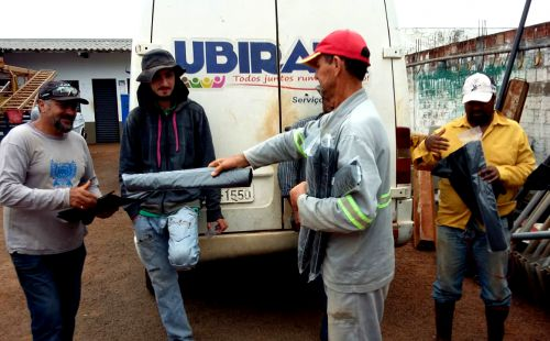 Equipe de roçagem dos Serviços Urbanos recebe equipamentos para desempenhar trabalho com mais segurança