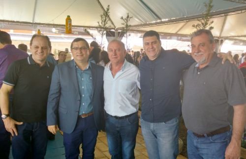 Ubiratanenses mantem contato com governador Beto Richa e lideranças estaduais durante festa da Vaca Atolada