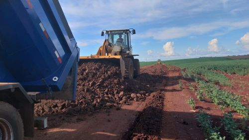 Serviços Rurais realizou cascalhamento em importantes estradas
