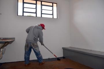 Os banheiros estão sendo pintados
