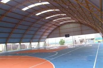 A estrutura dos mini ginásios espalhados pelo município mostram a preocupação da Administração Municipal para com a valorização do esporte local