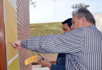Prefeito Baco escolheu a cor do prédio onde funcionará o Centro de Eventos