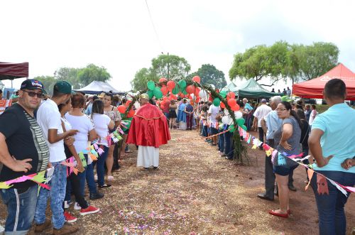Uma das maiores festas de Reis da história reuniu milhares de pessoas e quase duas toneladas de carne
