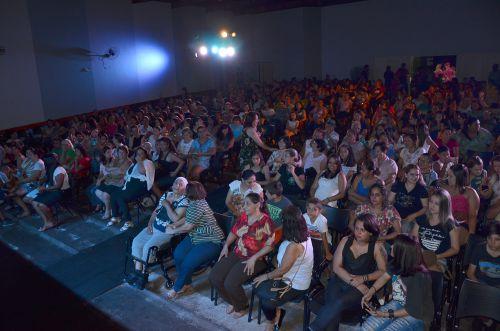 Apresentação artística homenageou mulheres ubiratanenses