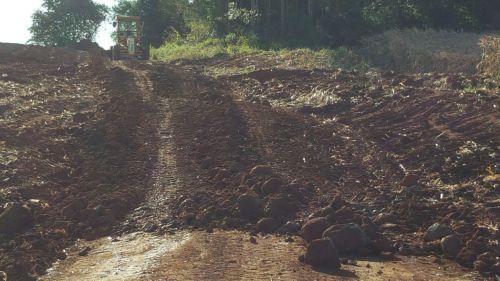 Cascalhamento e microbacias são feitos na Estrada Santa Luzia