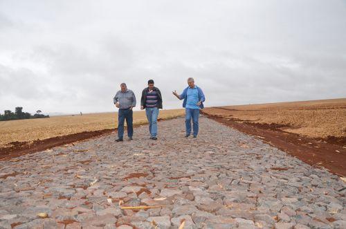 Retomada obras de pavimentação da Estrada Olinda