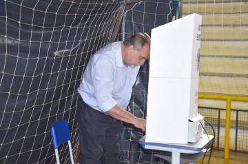 Prefeito Baco votou pela manhã no Ginásio de Esportes