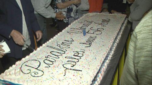 Bolo com 56 quilos foi servido para comunidade em comemoração ao aniversário de Ubiratã