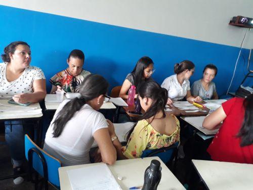 Profissionais de docência de Ubiratã participaram de formação sobre o Referencial Curricular do Paraná