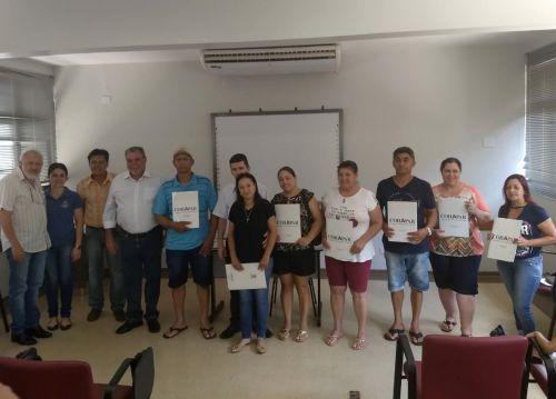 Moradores do Conjunto Boa Vista recebem escrituras de seus imóveis