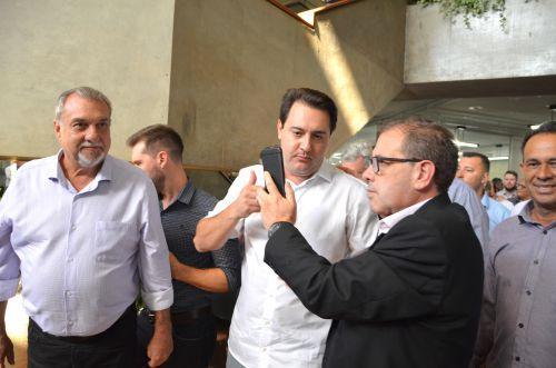 Prefeito Baco e vereadores participam de solenidade especial que marcou transferência do Governo para Cascavel