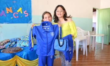 Os participantes do Programa receberam kit com agasalhos