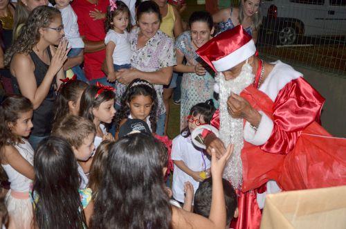 Confraternização de natal para as crianças e familiares no CMEI Dona Mariquinha