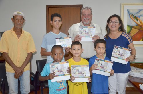 Crianças e adolescentes tiveram seus desenhos expostos em calendário alusivo ao dia 18 de Maio