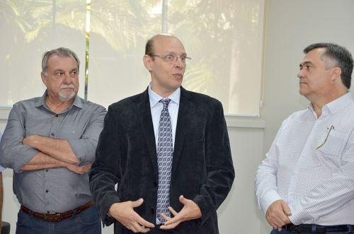 Presidente da Comcam participa de inauguração do ambulatório do Integrado e faz pedidos a secretário