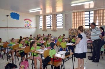 Prefeito Baco pôde também ouvir dos alunos quais as opiniões sobre a educação oferecida a eles