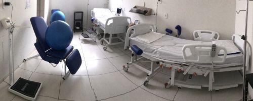 Secretaria Municipal de Saúde doa cama para partos humanizados à Santa Casa