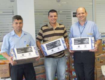 O funcionário do BB, Davi Seles; secretário Marcos Retamiro e o gerente Roberto Valduga, satisfeitos com o resultado da campanha e com a parceria