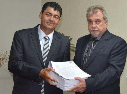 Prefeito Baco recebe relatórios da Comissão de Transição de Governo