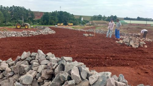 Iniciada a segunda fase da pavimentação poliédrica na Estrada João Pereira