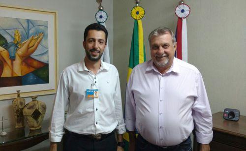 """Gerente da Caixa apresenta campanha """"Quita Fácil"""" para prefeito"""