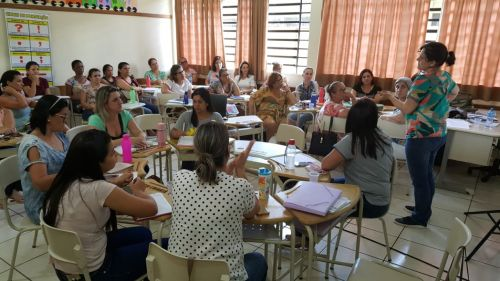 Professores da rede municipal de ensino participaram de formação profissional
