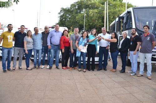 Administração Municipal conquista mais três ambulâncias, três novos veículos e um ônibus 0 km