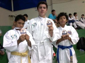 Alunos do SOS fizeram bonito no Campeonato Paranaense de Karatê