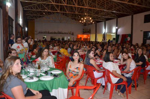 Professores da Rede Municipal de Ensino foram homenageados pela Secretaria da Educação