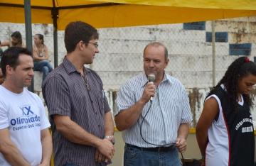 O presidente da APAE de Ubiratã, Claudinei Dalla Corte e o vice-prefeito Beraldo enalteceram a importância do evento