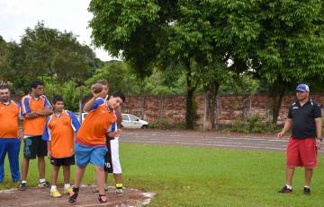 Os alunos também disputaram provas de arremesso de peso, lançamento de disco, salto em distância e arremesso de pelota