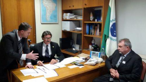 Prefeito Baco vai a Brasília em busca de recursos para o município