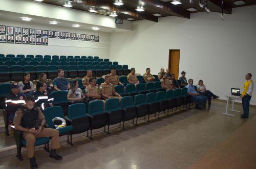 Policiais militares e serviço de socorro participam de palestra sobre prevenção de suicídio