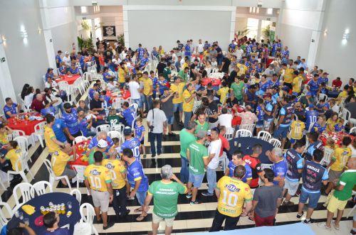 Craques da seleção master do Brasil se confraternizaram com população em um almoço especial